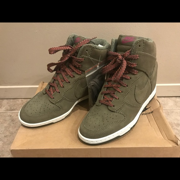 42e0ded22ae Nike Olive Green Sneakers Size 9 New in Box